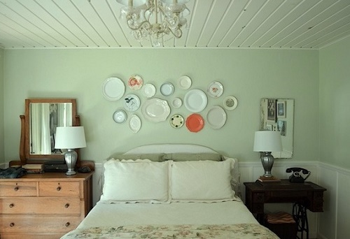 Hanging plates can be used to minimize bedroom decor cost.