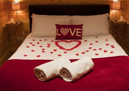 5 tips to decor bedroom on valentine's day.