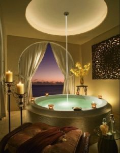 Luxury bathtub design photo by homedecorbuzz