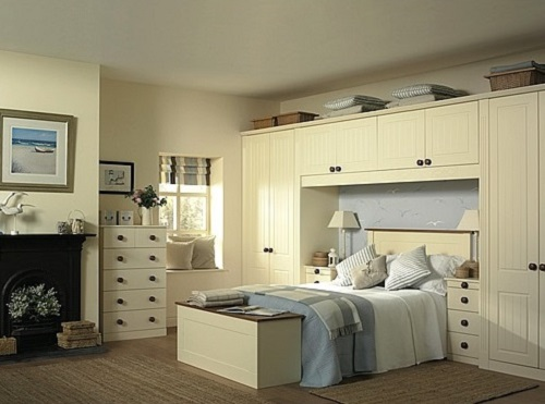 Advantages and disadvantages of fitted bedroom.