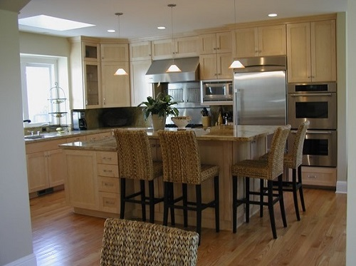 Transitional style of kitchen for 2016 interior designing trends.