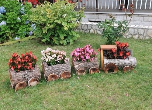 Plants pot in every bogie of train for garden decor.