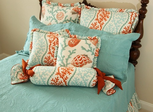 Attractive pillows for bedroom.
