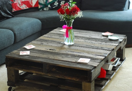Fresh flowers for coffee table in living room.