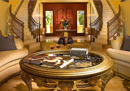 Golden table to decorate living room.