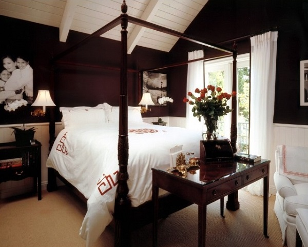 Traditional black and white bedroom interior decor.