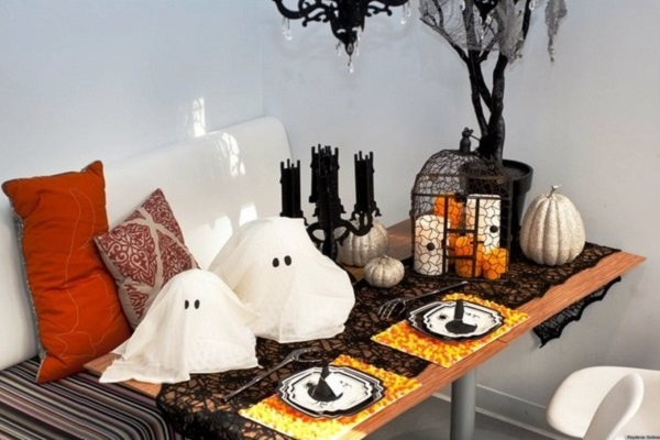 Halloween decor for dinner table