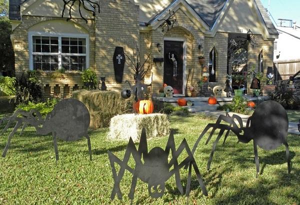 haunting halloween home decor ideas - Halloween Home Decorating Ideas