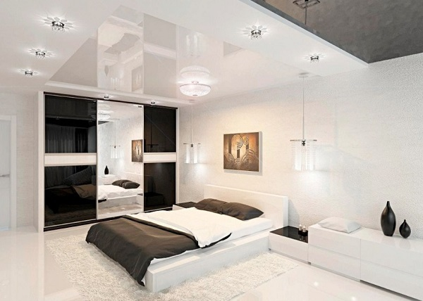 Luxurious white bedroom decor