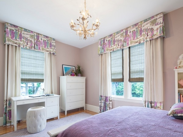 Attractive purple walls, curtain in bedroom