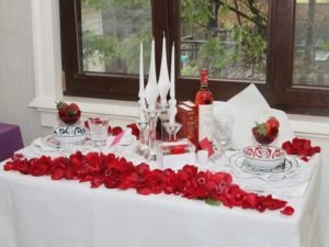 Beautiful table decor for romantic valentine's day
