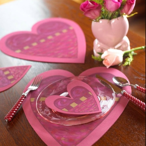 Heart shape plates decor item for romantic table on valentine's day