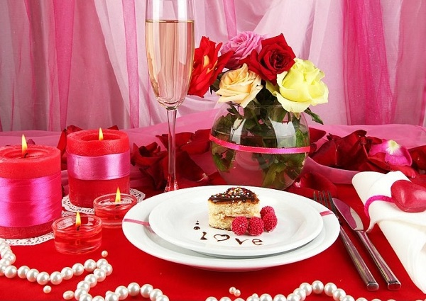 Romantic table decorating ideas for 14 February