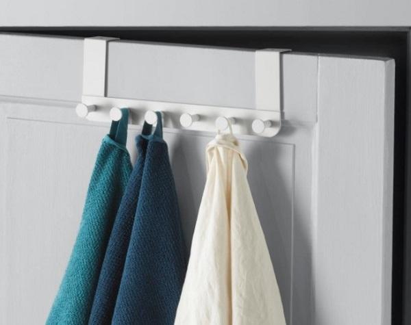 Door hanger for bathroom