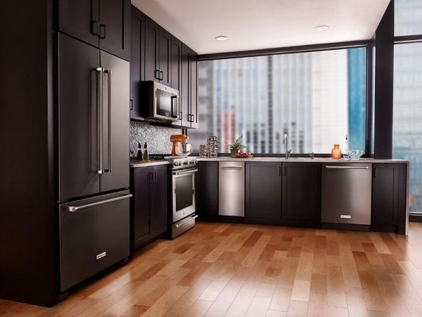 Elegant black kitchen design by homedecorbuzz