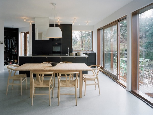 Modern black kitchen decor with dinning table