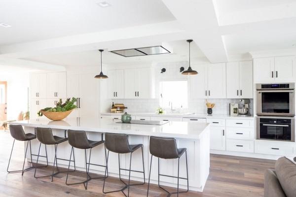 Beautiful white and black kitchen decor