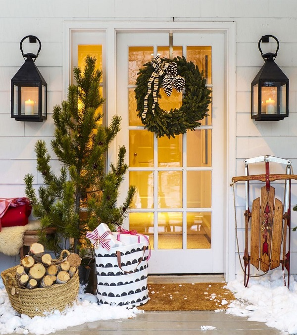 Front tree decor for Christmas door decoration