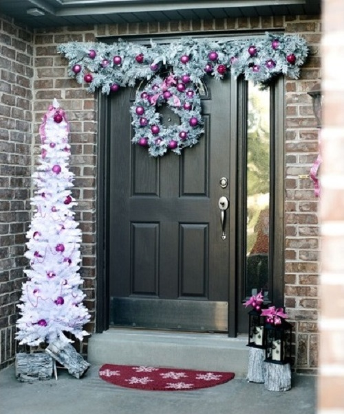 Snow Christmas door decoration photo by homedecorbuzz