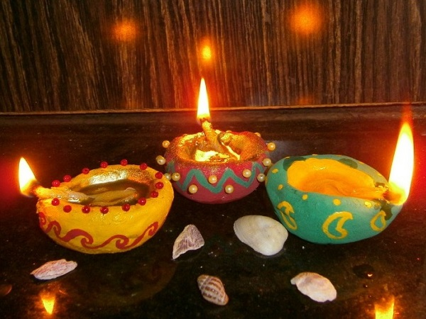 Beautiful diyas to decorate home on diwali