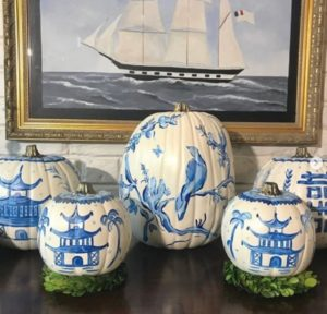Blue-white chinoiserie pumpkin in bird parrot art