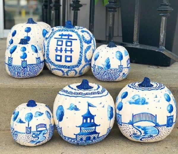 Stunning Chinoiserie Pumpkins design in blue color